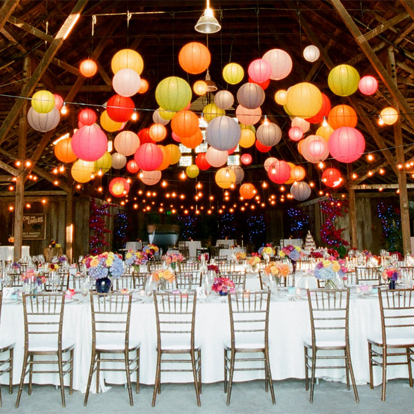 fall-wedding-decor-tanja-lippert-floating-paper-lanterns-2