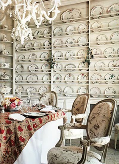 "Comedor de Janet de Botton en su casa de Francia. Foto de Fançois Halard. Vía el libro ""Vogue Living, Houses, Gardens and People"""