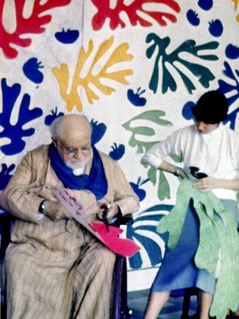 Matisse recortando cartulinas