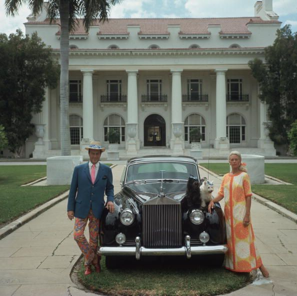 Slim Aarons, Mr. y Mrs Donald Lease en su casa de Palm Beach